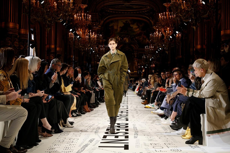 Paris Fashion Week revine